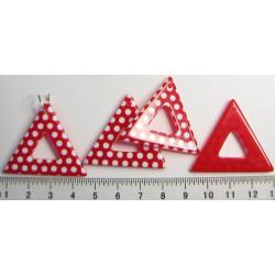 Červený puntíkovaný trojúhelník  32x34mm, cena za 1ks